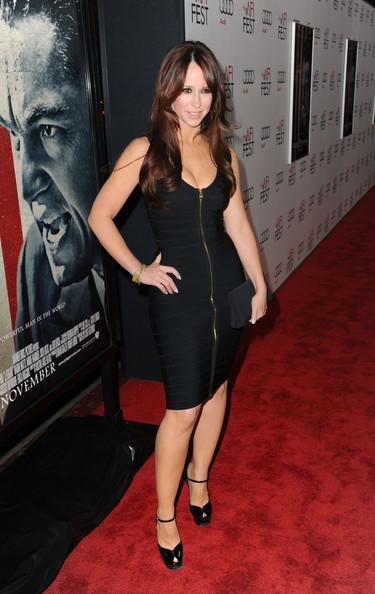 Jennifer Love Hewitt stunning in dress