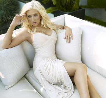 http://www.hervelegerobsessed.com/files/users/3/20110922_offwhite/christina_aguilera_herve_leger_beige_dress.jpg